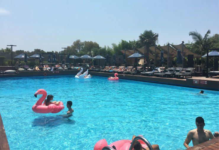 Balux Seaside - pool, beach and full restaurant in Glyfada ...